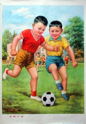 Chinesische Buben beim Fussballspielen