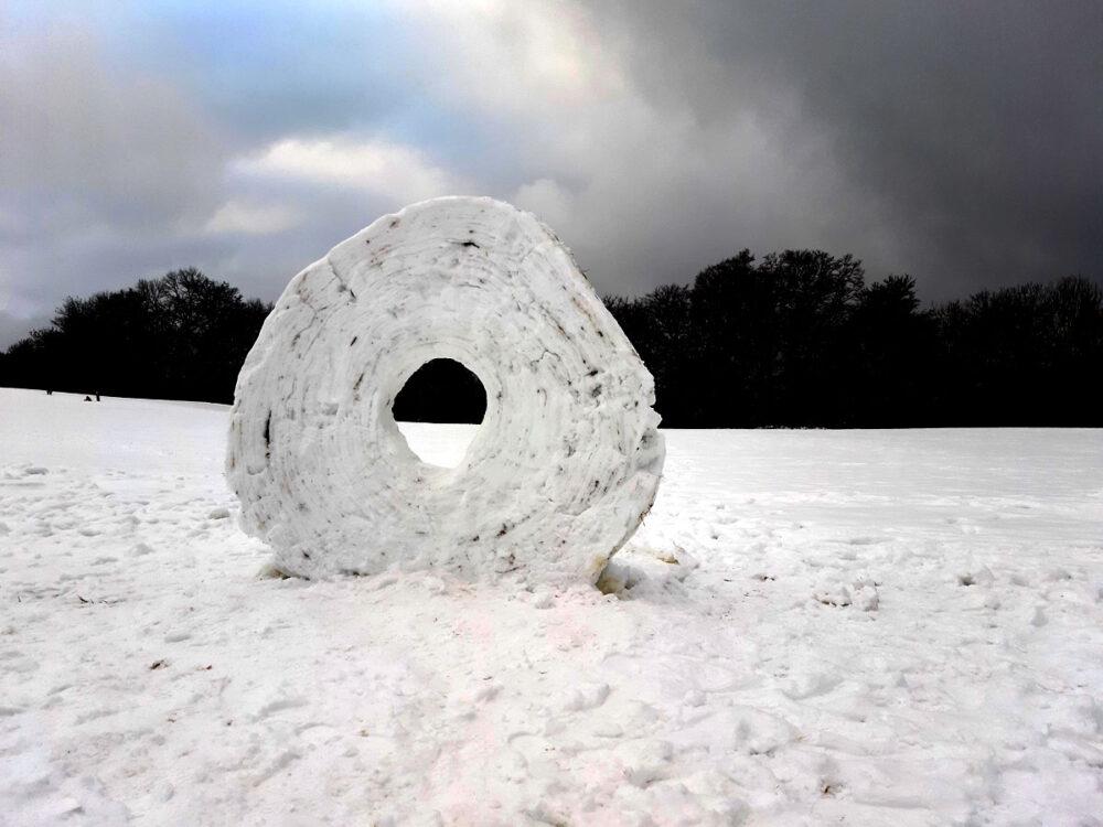 Anderntags war das Kunstwerk am Bolberg bereits zerstört. Da war wohl ein Idiot zuviel unterwegs.