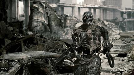 Maschine mit filigranem Mienenspiel. Lässt Christian Bale als Menschheitshoffnung alt aussehen.